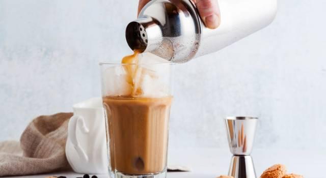Come fare il caffè shakerato senza shaker