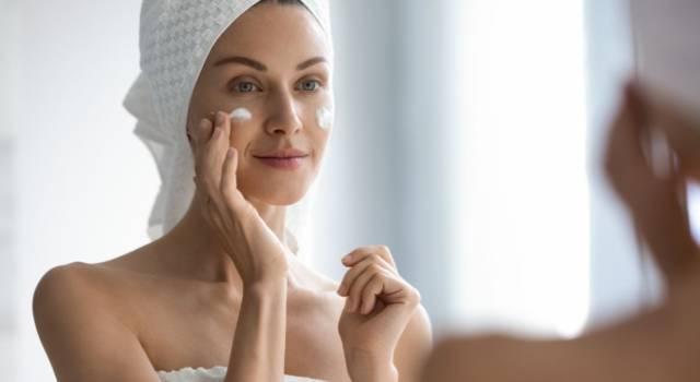 Pulizia del viso fai da te con bicarbonato