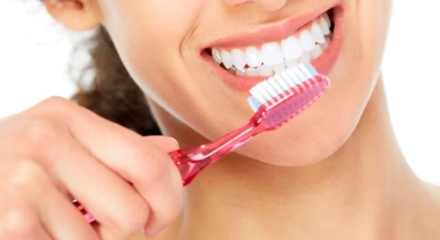 Come disinfettare lo spazzolino da denti: tutti i modi migliori