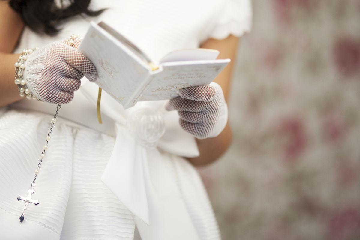 Rosario Vestito Bianco Guanti Libro Lettura Comunione