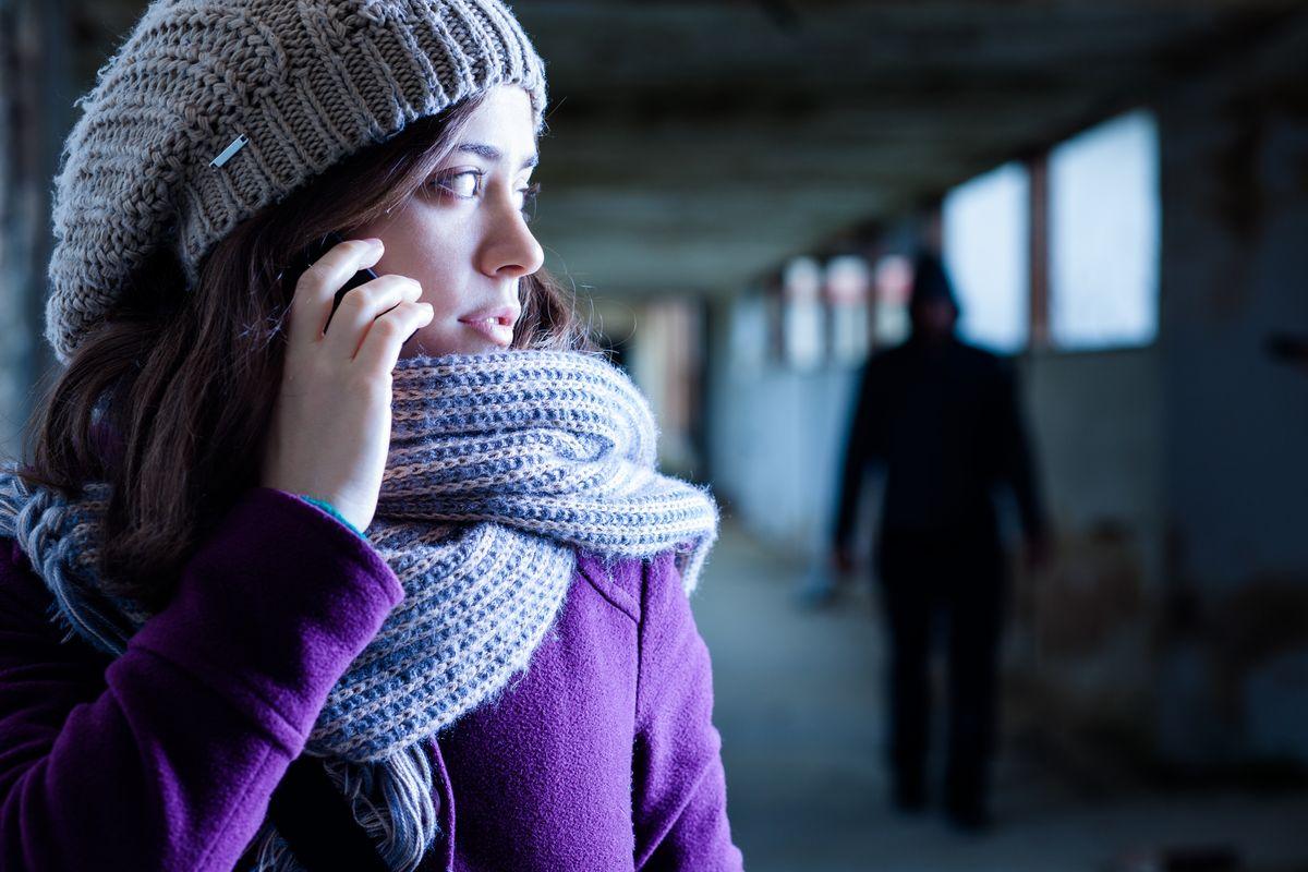 Ragazza Telefono Seguita Stalking
