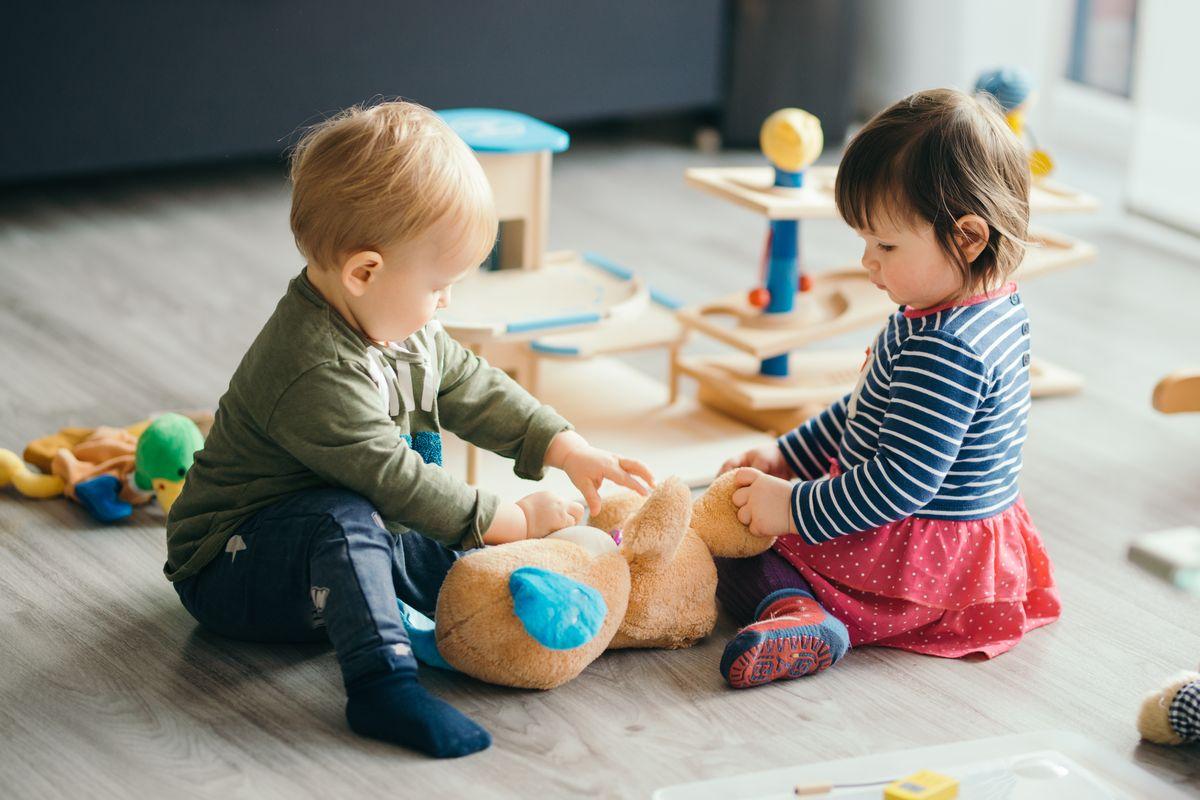 Bambini Piccoli Giocano Asilo Nido