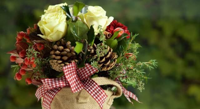 Centrotavola di Natale rose bianche