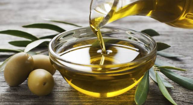 Ogni quanto fare impacchi olio di oliva capelli aridi