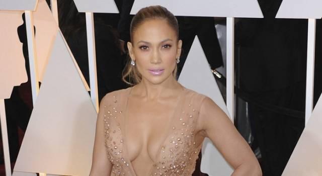 Jennifer Lopez rivela di essere single e di sentirsi più bella che mai
