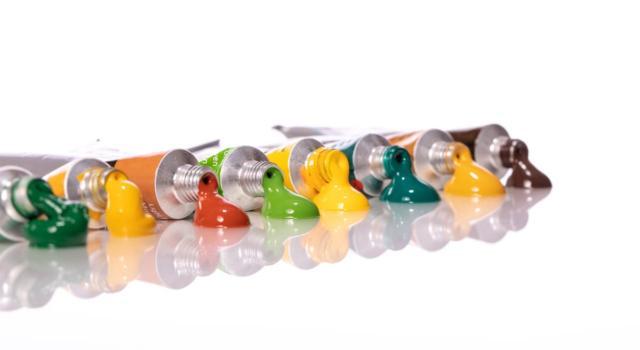 Come usare colori acrilici per unghie