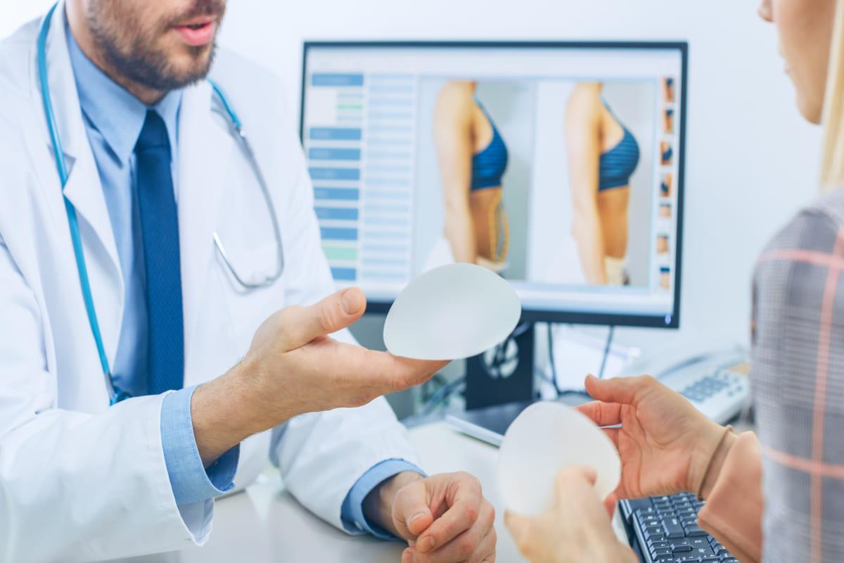 medico chirurgo plastico coppe seno silicone