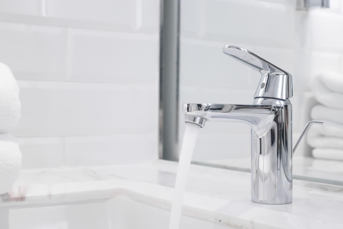 rubinetto bagno acqua