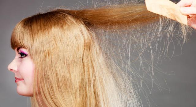 Come trattare capelli elettrizzati