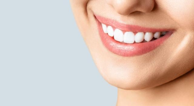 Quanto tempo tenere carta stagnola per sbiancamento denti