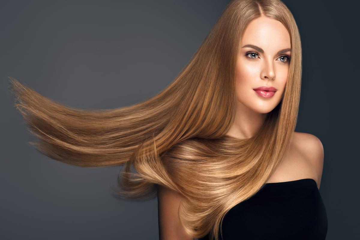 ragazza capelli lunghi lisci