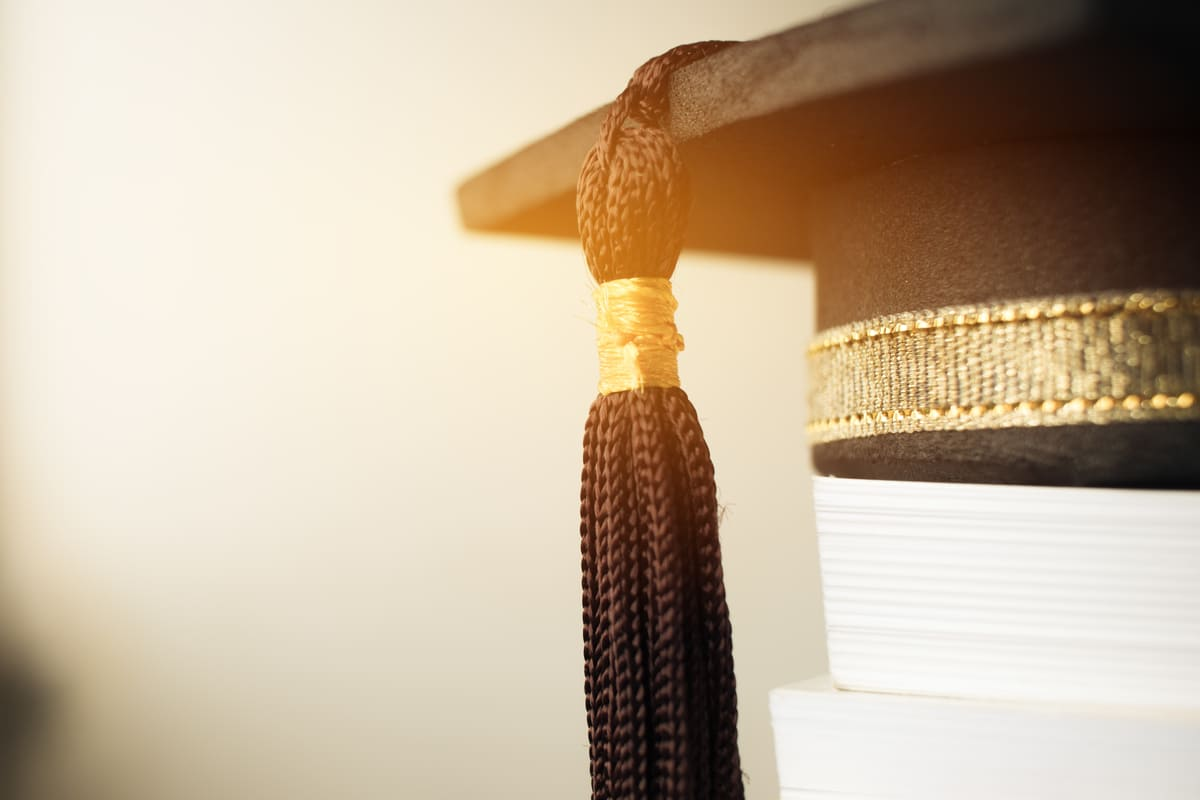 cappello di laurea libri