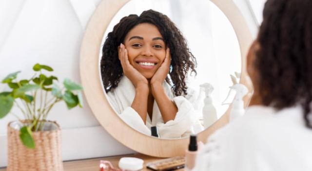 Come arredare camera con toilette con specchio