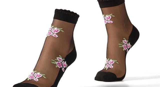 Come abbinare le calze a fiori