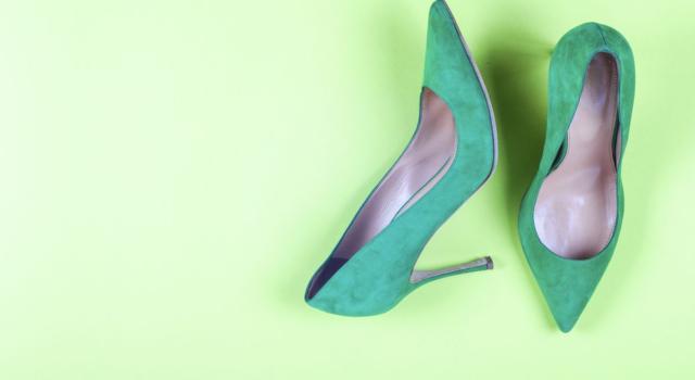 Come abbinare decolleté verdi con calze