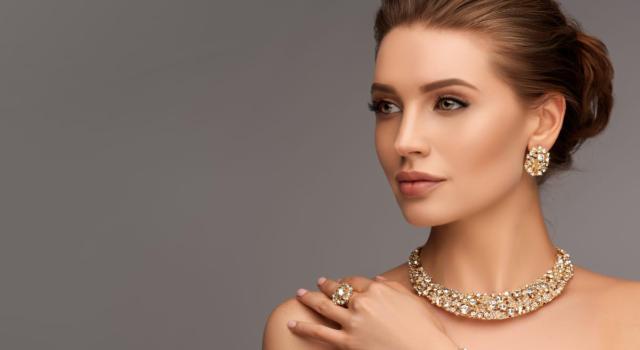 Come abbinare collane stile Chanel