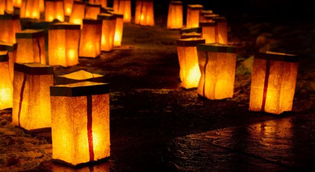 Come fare le lanterne di carta per Natale