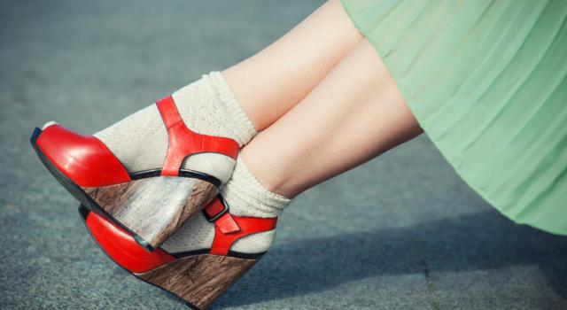 Quali calze indossare con sandali invernali