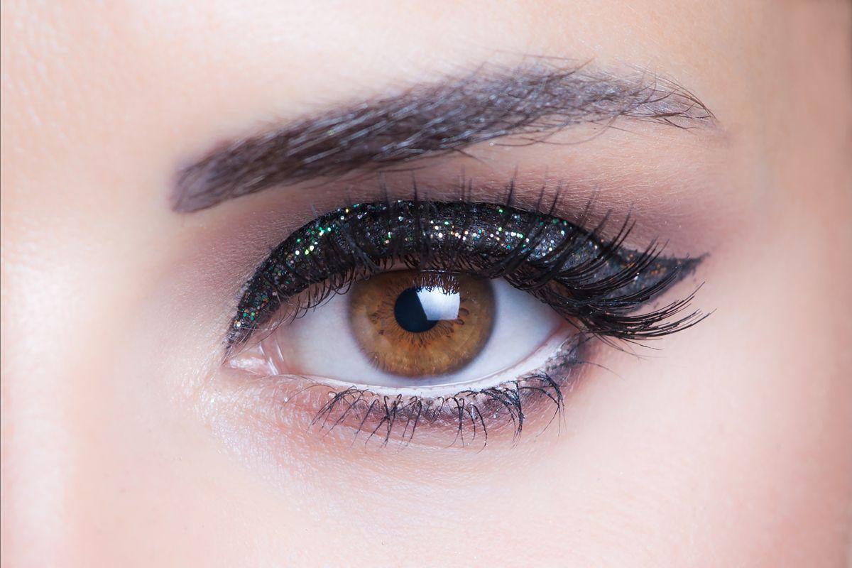 occhi castani makeup glitter
