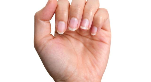 Negative Space manicure come farlo