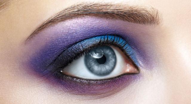 Come abbinare matita occhi blu