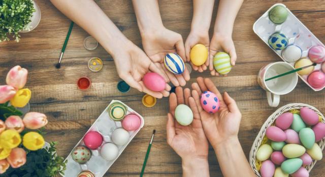 Come decorare uova di Pasqua con piccoli decori