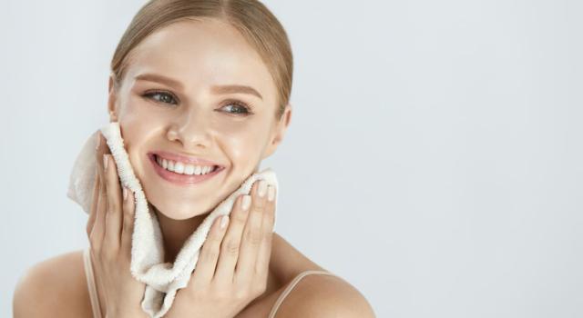 Prodotti per detergere il viso di pelli normali