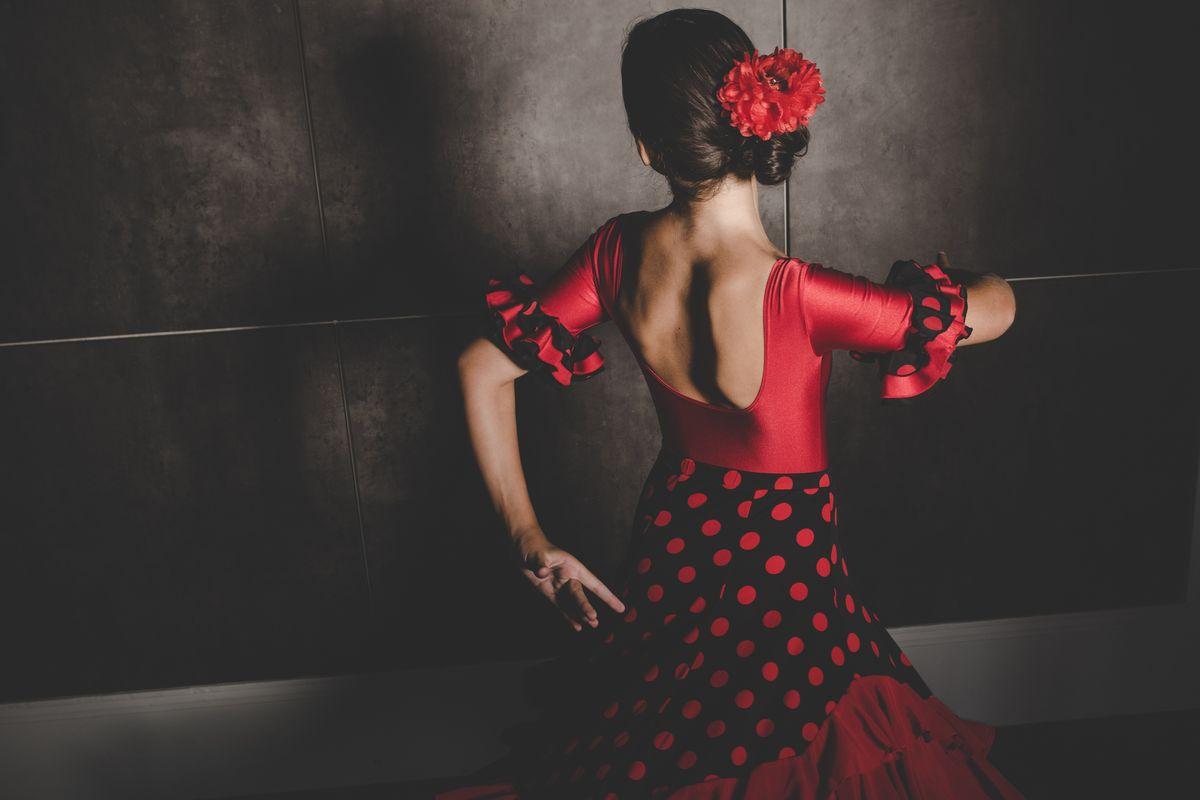Donna balla il flamenco