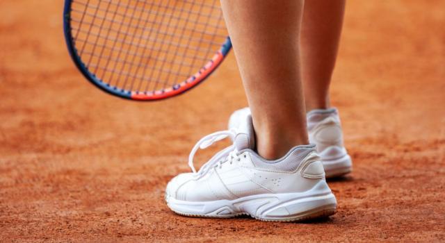 Come pulire scarpe tennis bianche sporche