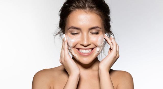 Prodotti per detergere la pelle sensibile del viso
