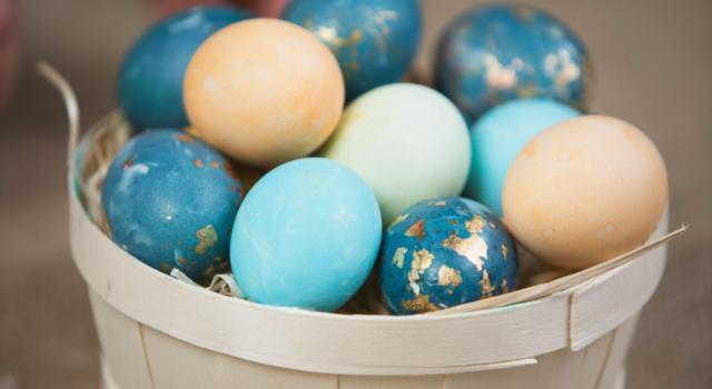 Come colorare le uova di Pasqua con colori naturali? Grazie al fruttivendolo!