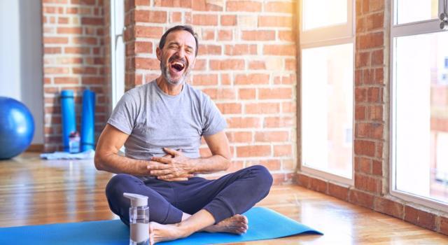 Che cos'è yoga della risata