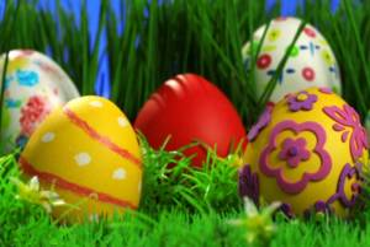 Come decorare uova di Pasqua con l'erba fresca