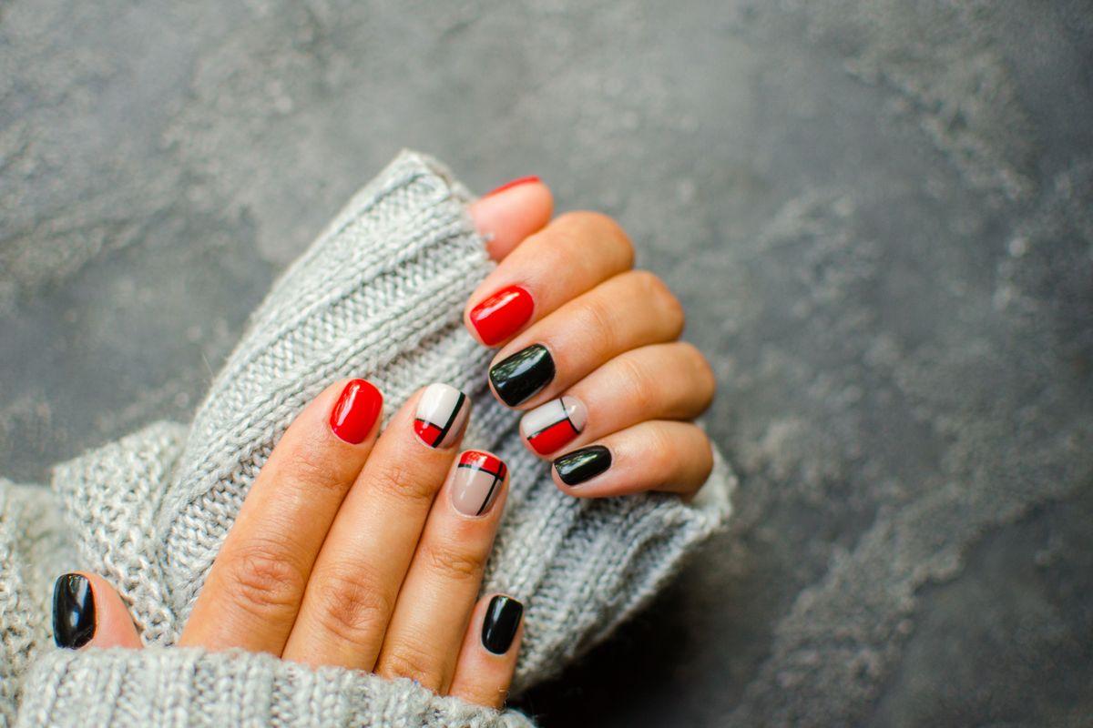 colori unghie nail art negative space