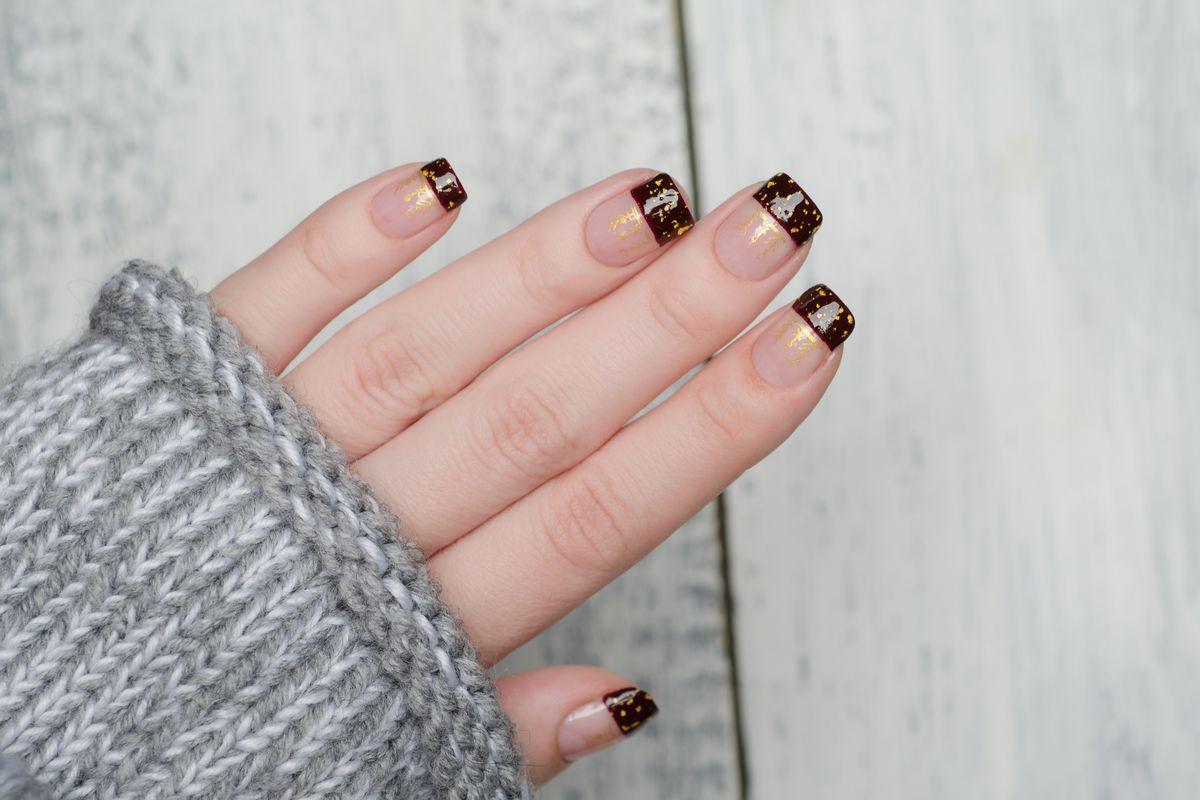 unghie manicure negative space