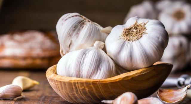Eliminare l'odore di aglio