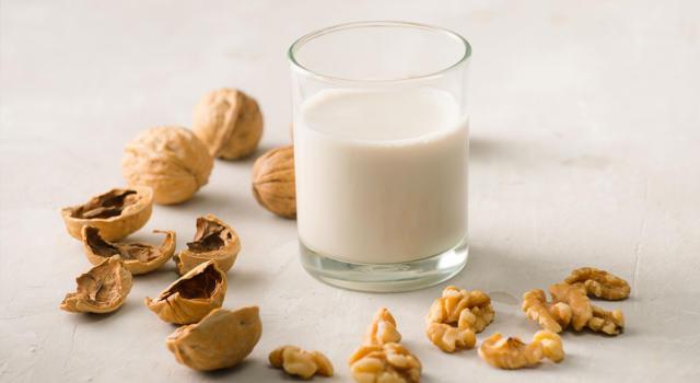 Il latte vegetale di noci