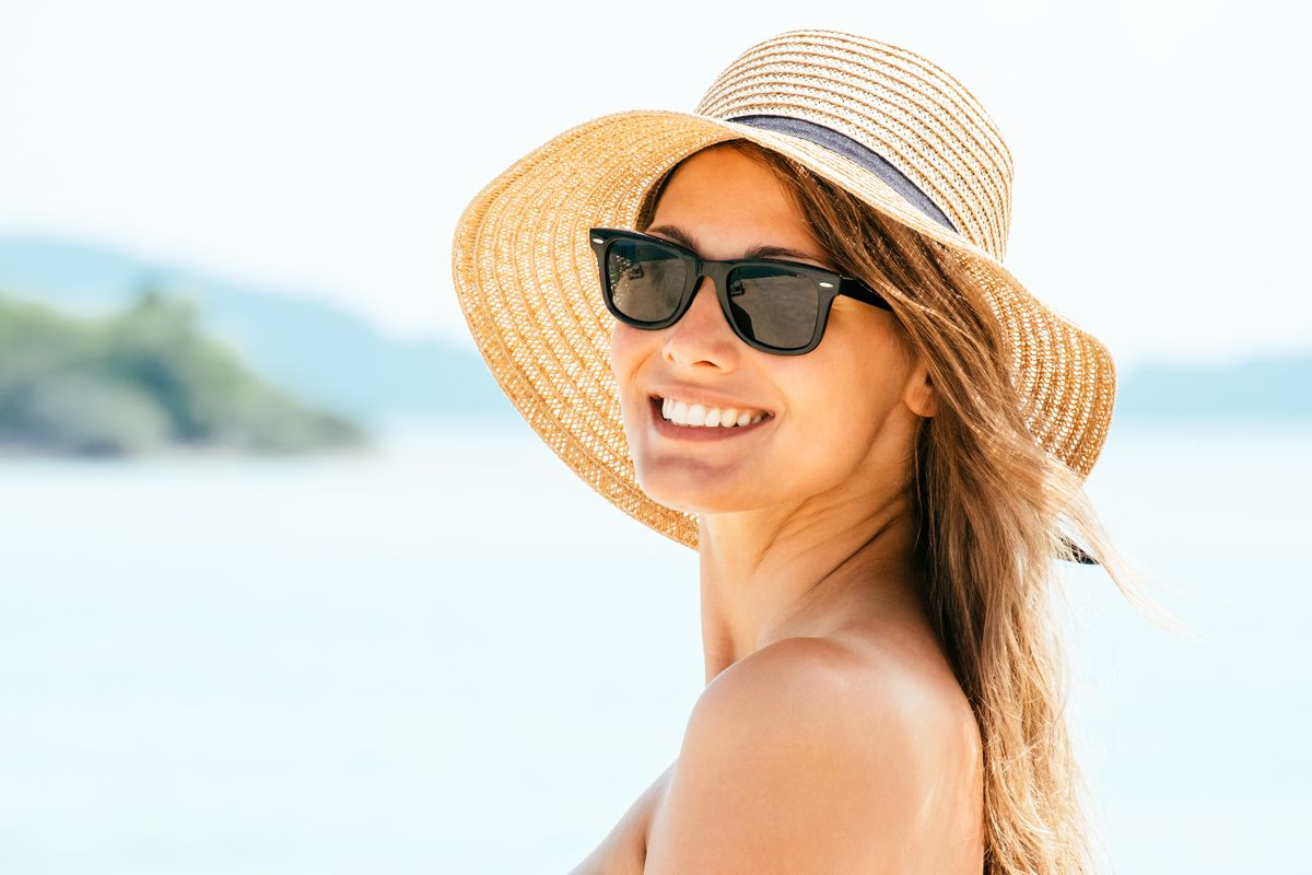 Donna cappello di paglia