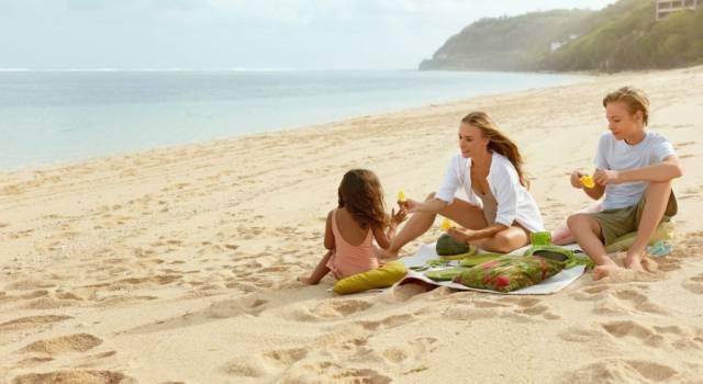Pranzo in spiaggia per bambini
