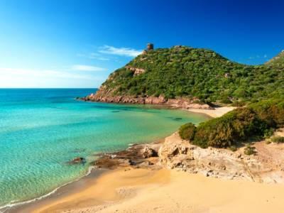 Sardegna here we come! Con la nostra valigia piena di outfit glam, chic e wilde