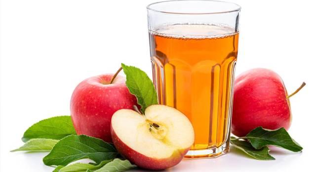 Benefici del succo di mela