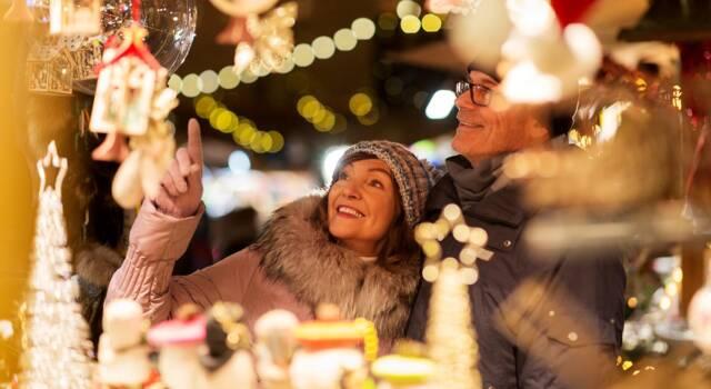 Natale, le idee per gli addobbi per negozi