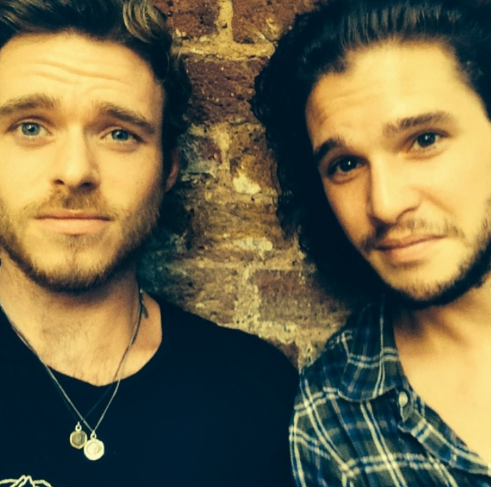 Richard Madden con Kit Harington