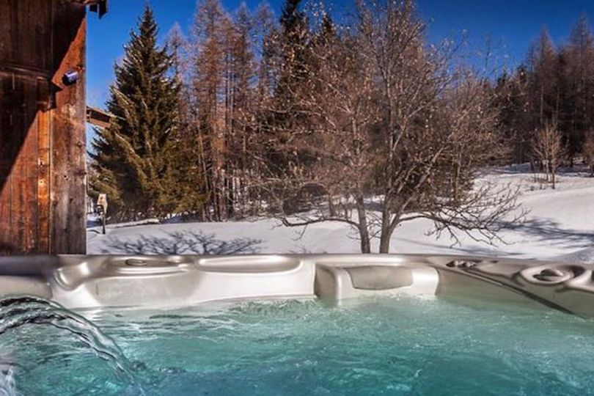 Dentro lo chalet a Cortina di Gianluca Vacchi