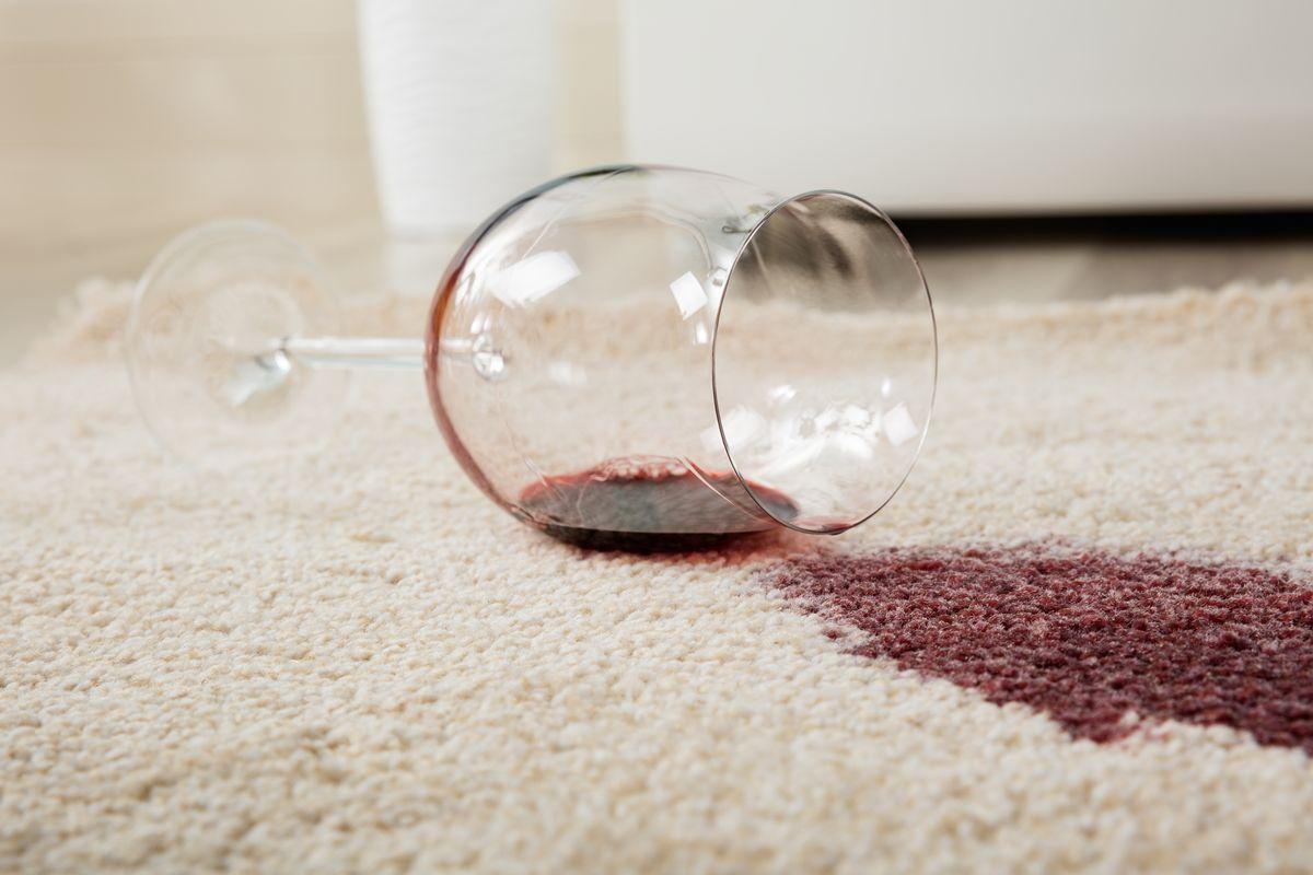 Macchie di vino sul tappeto