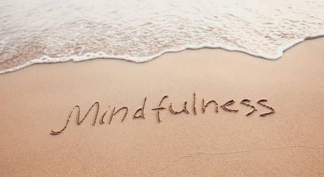 Serve davvero acquistare e leggere libri di Mindfulness? Sembra di sì, a patto che l'autoaiuto non sostituisca la terapia
