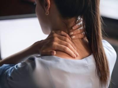 Risolvere il torcicollo con rimedi pratici e prevenirne la ricomparsa