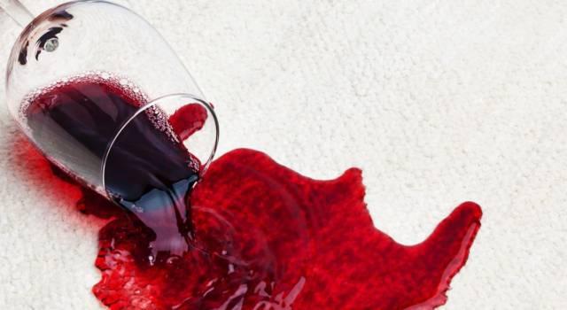 Macchie di vino rosso? Ecco il trucco (segreto) della nonna per eliminarle