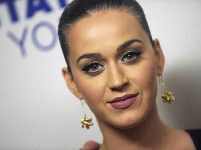 Katy Perry e Orlando Bloom vicini alle nozze. Su Instagram spunta l'anello di fidanzamento.