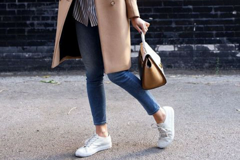 Sneakers bianche come indossarle in autunno inverno